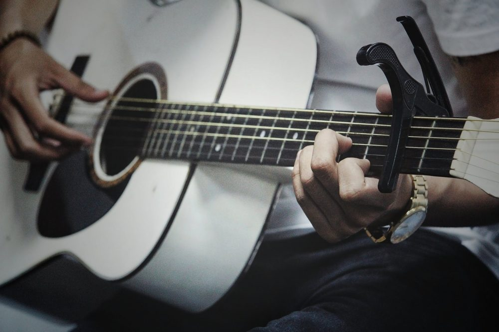 Beginner's Guide To The Best Guitar Capos & How To Use Them
