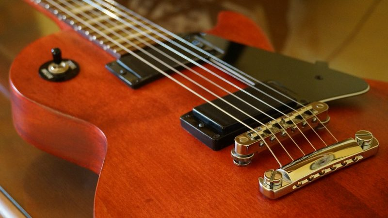 what are the different kinds of electric guitar bridges guitarmeet. Black Bedroom Furniture Sets. Home Design Ideas